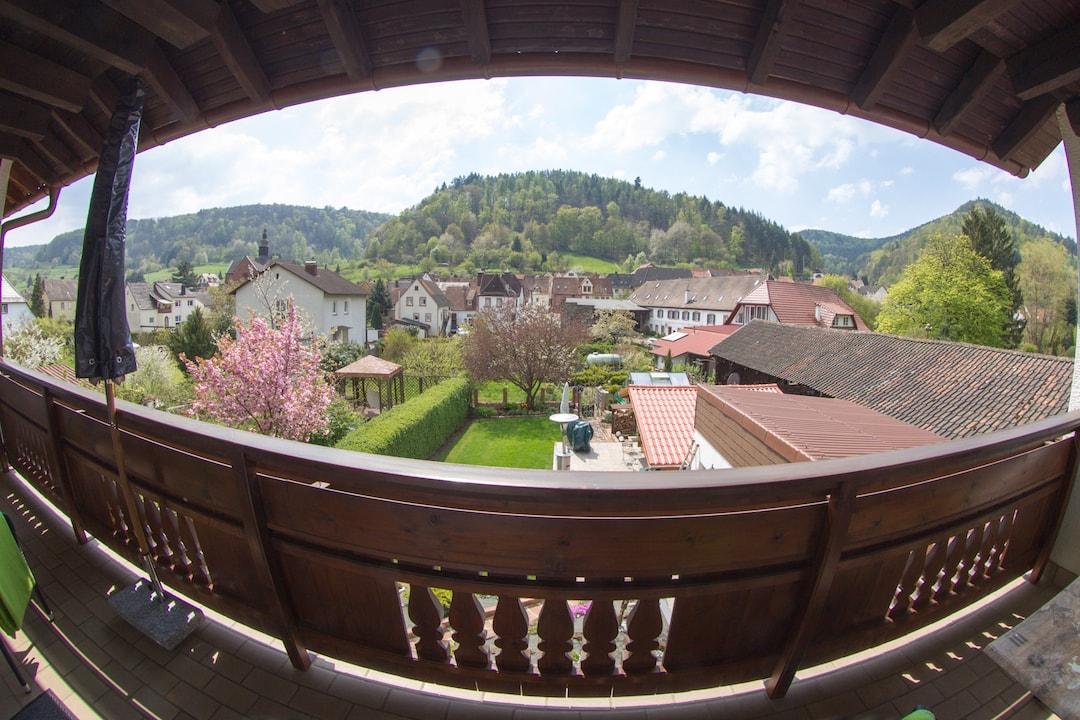 Ein traumhaftes Panorama vom 9 m² großen Balkon.